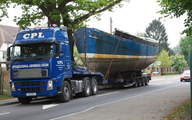 Dark-Shadows,-Transporting-vessels