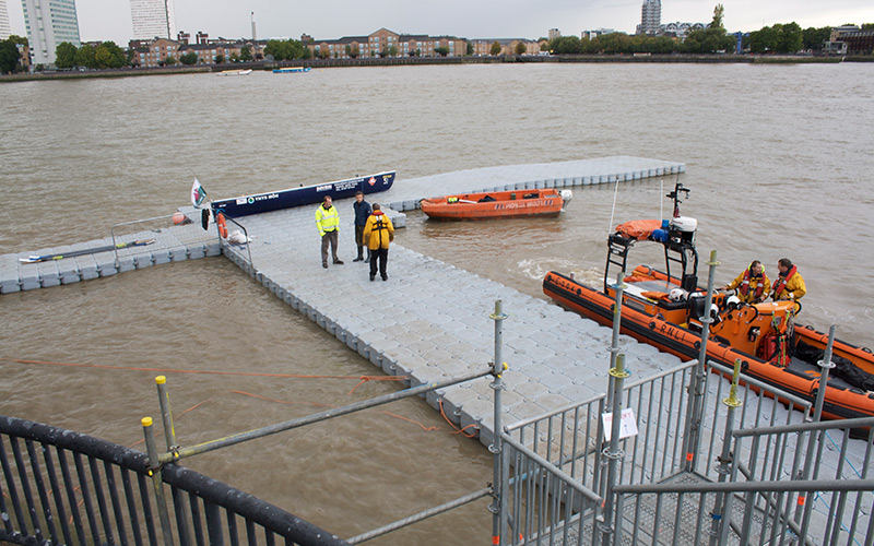 Pontoon-used-for-The-start-of-the-Great-River-Race-at-Canary-Wharf