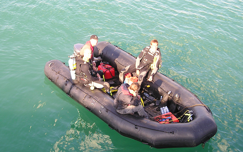 Safety-Boat-with-Divers