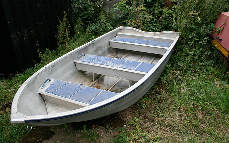 Small-Modern-Alley-boat
