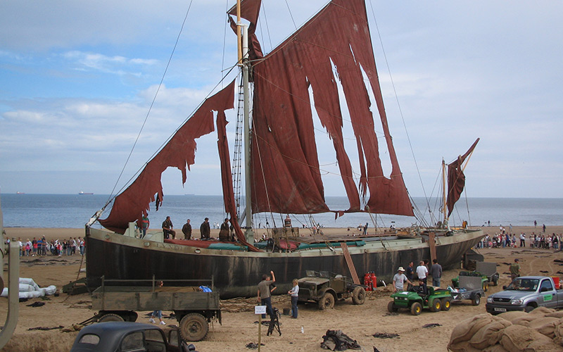 Thames-Barge-used-in-Atonement