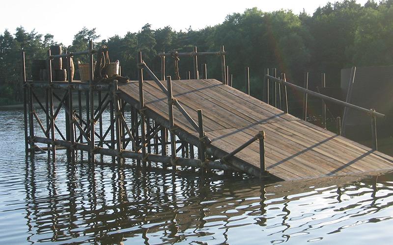 Wooden-Platform-for-Elizabeth,-The-golden-Age